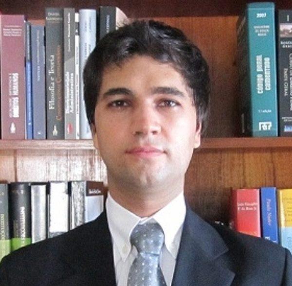 Entre a corrupção e a ineficiência: artigo de Emerson Moura